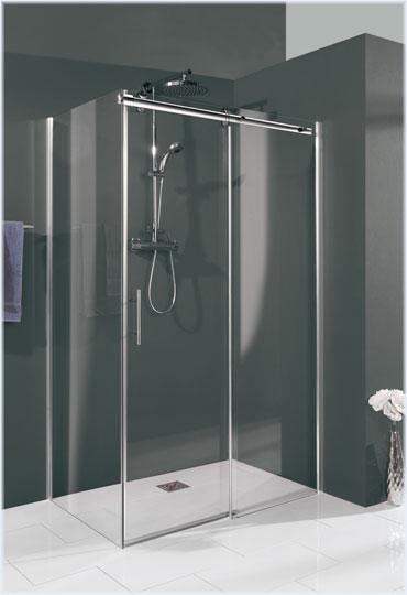 Die perfekte Tür für Ihre Ecklösung mit feststehender Seitenwand hängt ganz von der Türbreite und den Platzverhältnissen in Ihrem Badezimmer ab.