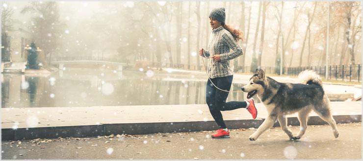 Allmorgendliches Joggen macht fit und wach – eine kalte Morgendusche hat denselben Effekt.
