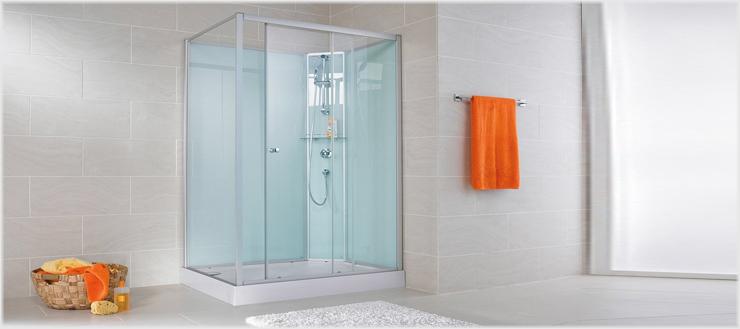 Duschabtrennung, Rückwände, Armatur, Duschbrause – hier ist alles beim Kauf dabei.