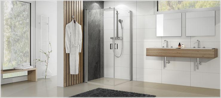 Verstecken Sie ungeliebte Fliesen oder setzten Sie die Duschrückwände gezielt als Eyecatcher ein.