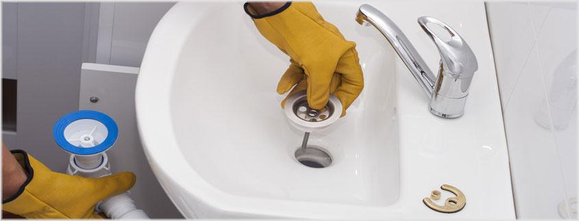 Haben Sie den Siphon erst demontiert, empfehlen wir Ihnen, sämtliche Teile vor dem erneuten Zusammensetzen einzeln zu reinigen.