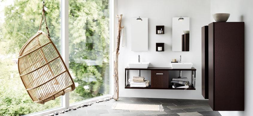 Mit den richtigen Möbeln schaffen Sie nicht nur reichlich Stauraum im Bad, sondern auch eine einladende Wohlfühlatmosphäre.