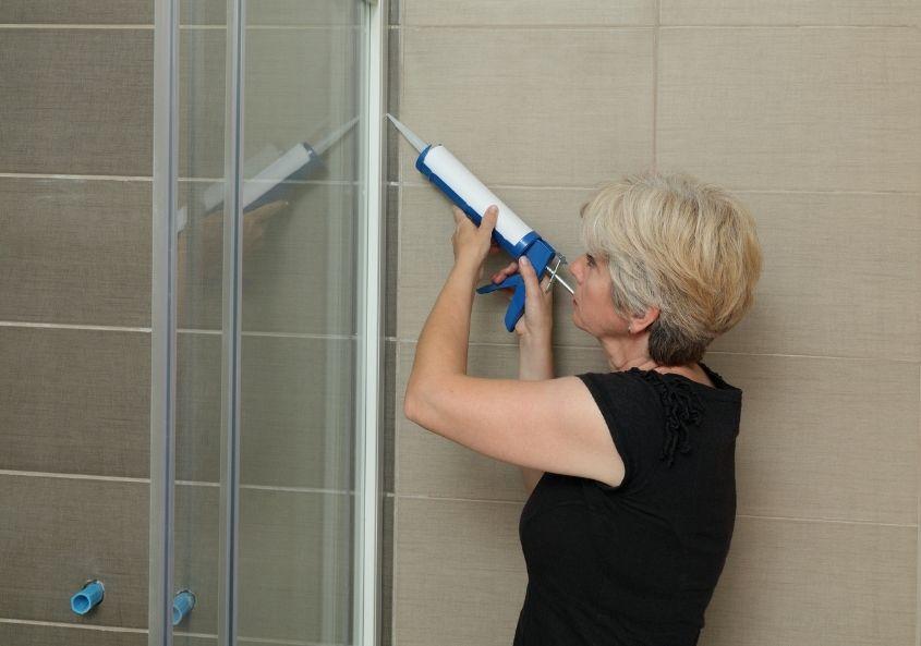 So dichten Sie Ihre Dusche neu und vor allen Dingen richtig ab.
